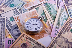 Retro horloges op contant geld royalty-vrije stock afbeelding