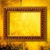 Retro houten kader over gouden grungebehang Stock Foto