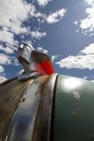 Retro huvprydnad mot den blåa skyen royaltyfri fotografi