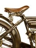 Retro immagine disegnata di un motociclo isolato su bianco immagini stock libere da diritti
