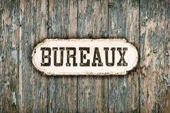 Retro immagine disegnata di vecchio segno francese dell'ufficio immagini stock