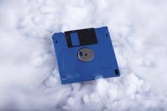 Retro- Informationsspeicherung der Diskette Illustrationsdesign über einem weißen Hintergrund Begrifflich Stockbild