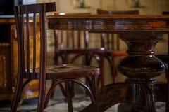Retro inre i matsalen av det Georgia vandrarhemmet arkivfoto