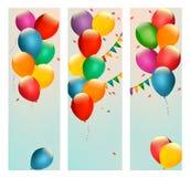 Retro insegne di festa con i palloni variopinti e le bandiere Fotografia Stock