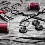 Retro insieme dei bottoni, del filo e delle forbici Fotografia Stock Libera da Diritti