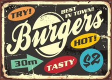 Retro insieme di etichette dell'hamburger sul vecchio segno del metallo illustrazione vettoriale