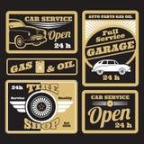 Retro insieme di etichette dorato nero di servizio dell'automobile royalty illustrazione gratis