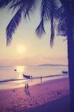 Retro- instagram Art filterte Bild des Strandes bei Sonnenuntergang Lizenzfreie Stockfotos