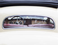 Retro interno di vecchia automobile d'annata Immagini Stock Libere da Diritti
