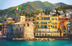 Retro italiensk bakgrund Castello di Rapallo italienska riviera - Italien för lopp för slottsjösidatappning royaltyfri bild