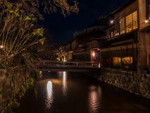 Retro- japanische Art Architektur durch Gion Canal stockbilder