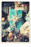 Retro kaart Feestelijke Dozen met Decoratiesneeuwvlok Getrokken sneeuw Royalty-vrije Stock Afbeeldingen