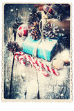 Retro Kaart met Feestelijke Giften wijnoogst Getrokken Sneeuwval Stock Afbeelding