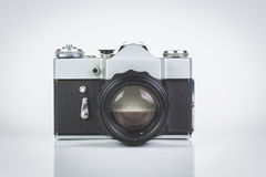 Retro- Kamera getrennt auf Weiß Lizenzfreies Stockbild