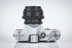 Retro- Kamera getrennt auf Weiß Stockfoto