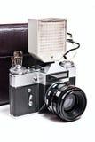 Retro- Kamera mit dem Blitz lokalisiert auf Weiß auf dem weißen backgroun Lizenzfreies Stockbild
