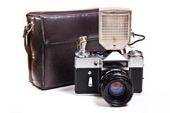 Retro- Kamera mit dem Blitz lokalisiert auf Weiß auf dem weißen backgroun Stockbilder