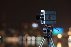 Retro kamera nattsikten av staden Arkivbilder