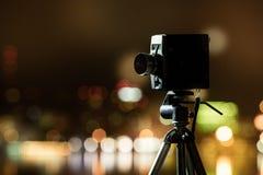 Retro kamera nattsikten av staden Royaltyfri Fotografi