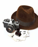 Retro- Kamera u. Fedora Hat Lizenzfreie Stockfotos