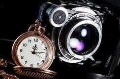 Retro- Kamera- und Taschenuhr Stockfoto