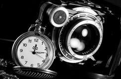 Retro- Kamera- und Taschenuhr Stockbild