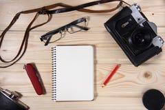 Retro kamera z pustym notatnikiem Zdjęcia Stock