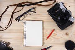 Retro kamera z pustym notatnikiem Zdjęcie Stock