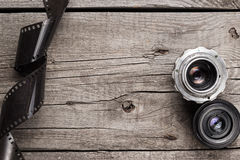 Retro- Kameraobjektive und negativ Film stockfoto