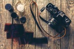 Retro- Kameras und Fotos Lizenzfreies Stockbild
