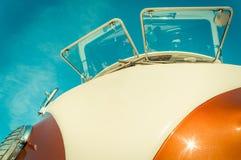 Retro Kampeerauto Royalty-vrije Stock Afbeeldingen