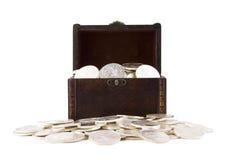 Retro- Kasten voll der Silbermünzen Lizenzfreie Stockbilder