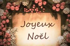Retro Kerstmisdecoratie, Sparrentak, Joyeux Noel Means Merry Christmas stock fotografie