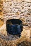 Retro ketel van het stijl oude metaal voor het koken royalty-vrije stock afbeeldingen