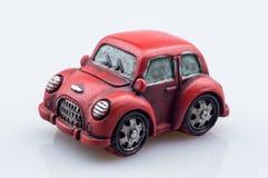 Retro- klassisches altes nettes rotes Automodell auf dem weißen Hintergrund, FO Lizenzfreies Stockbild