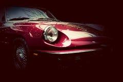 Retro klassisk bil på mörk bakgrund Tappning som är elegant Arkivbild