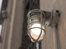 Retro klatki lampa na starej budynek ścianie, rocznika styl, Obraz Stock