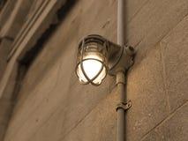 Retro klatki lampa na starej budynek ścianie, rocznika styl, Fotografia Royalty Free