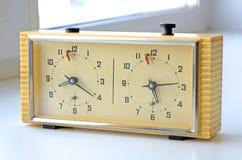 Retro klocka för schack Producerat i Sovjetunionenet USSR Sådana timmar användes av många sovjetiska schackspelare Arkivfoton