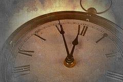 Retro klocka med fem minuter för tolv Arkivfoton