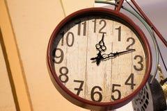 Retro klocka och mekanism Arkivbilder