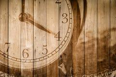 Retro klocka på selektiv fokus för wood bakgrund på för nolla-` för nummer 4 klockan Arkivbild