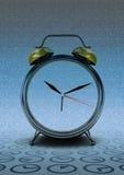 Retro klocka som räknar tid på modern tid Royaltyfria Bilder