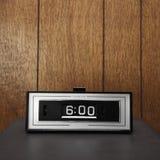 Retro klok die voor 6:00 wordt geplaatst. Royalty-vrije Stock Afbeelding
