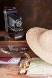 Retro koffer en kompas Stock Afbeelding