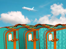 Retro Koffers in rij in luchthaven met vliegtuig die over blauwe bewolkte hemel vliegen Royalty-vrije Illustratie