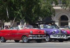 Retro kolorów samochody w śródmieściu Hawański Obrazy Royalty Free