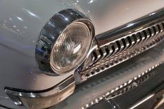 Retro koplamp van uitstekende auto stock fotografie