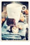 Retro kort med choklad, valnöt i form av hjärta Utdragen snö Royaltyfri Fotografi