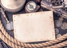 Retro kort och gammal nautisk tillbehör Arkivbild